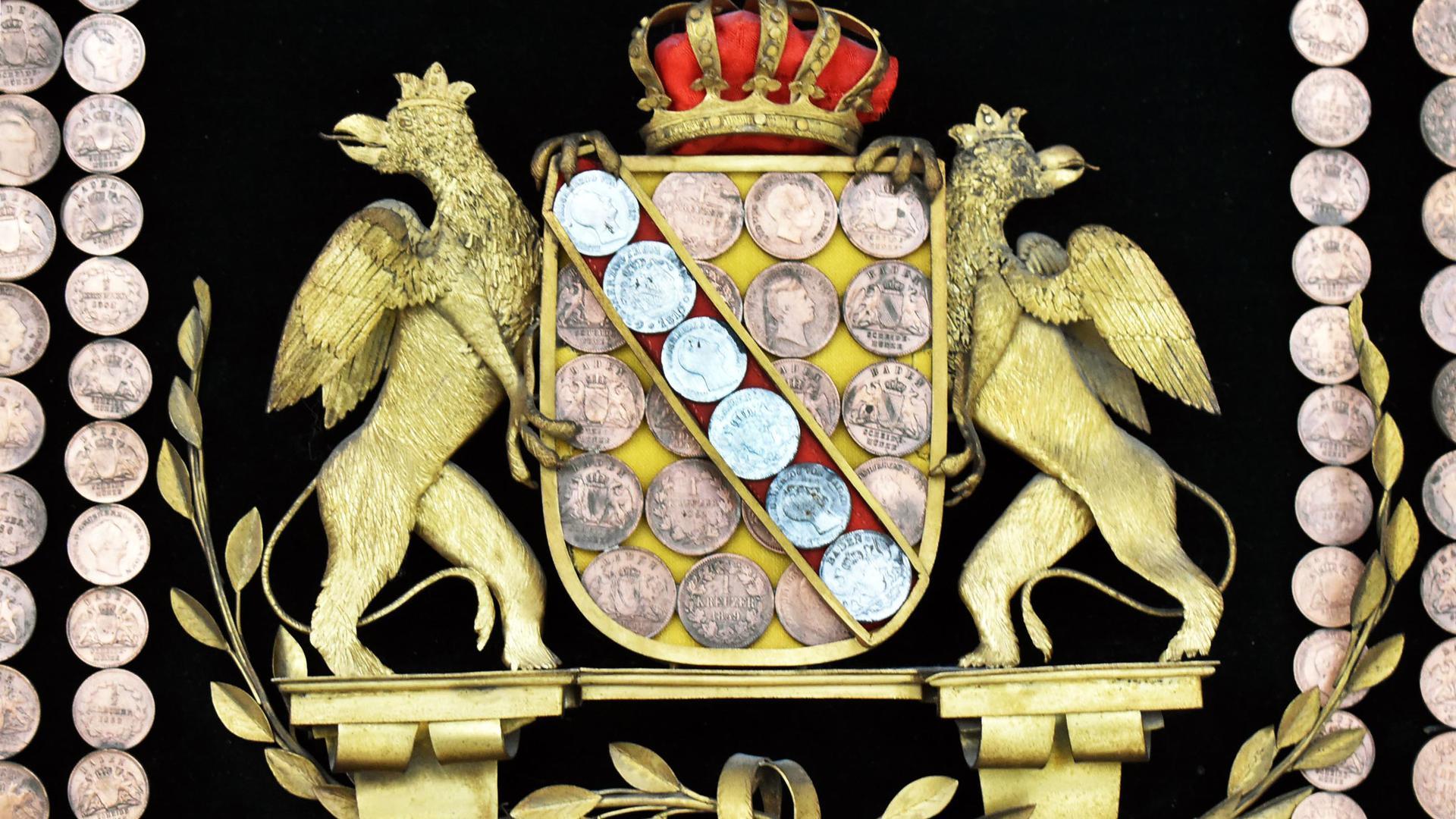 Krone, Greifen, Schild und Lorbeer: Ausschnitt aus einem rund 100 Jahre alten Münzbild, das der Bühler Apotheker Wilhelm Ewald angefertigt hatte.