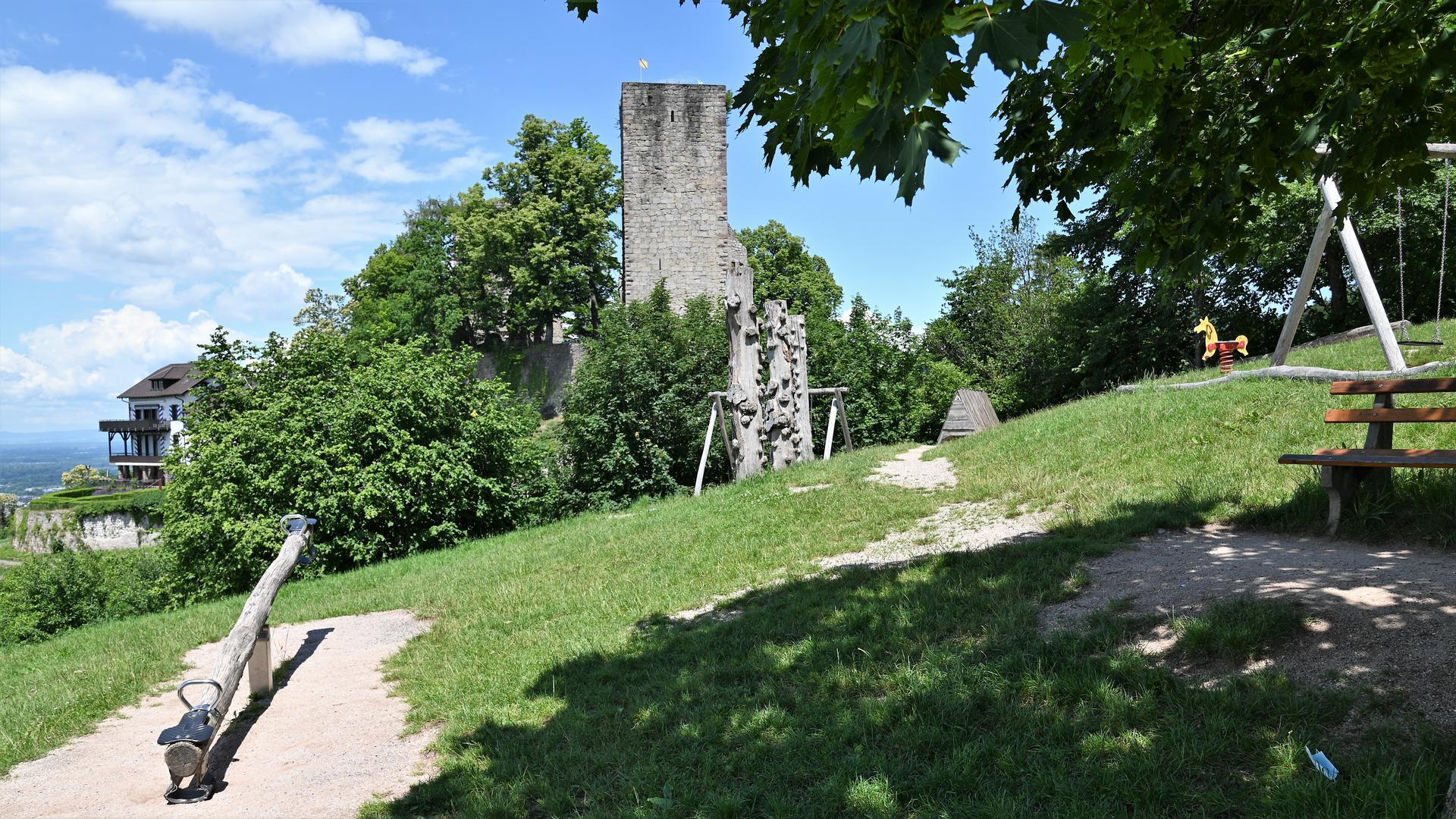 An der Ringmauer gibt der Burg Windeck gibt es seit mehr als eineinhalb Jahren erhebliche Schäden.