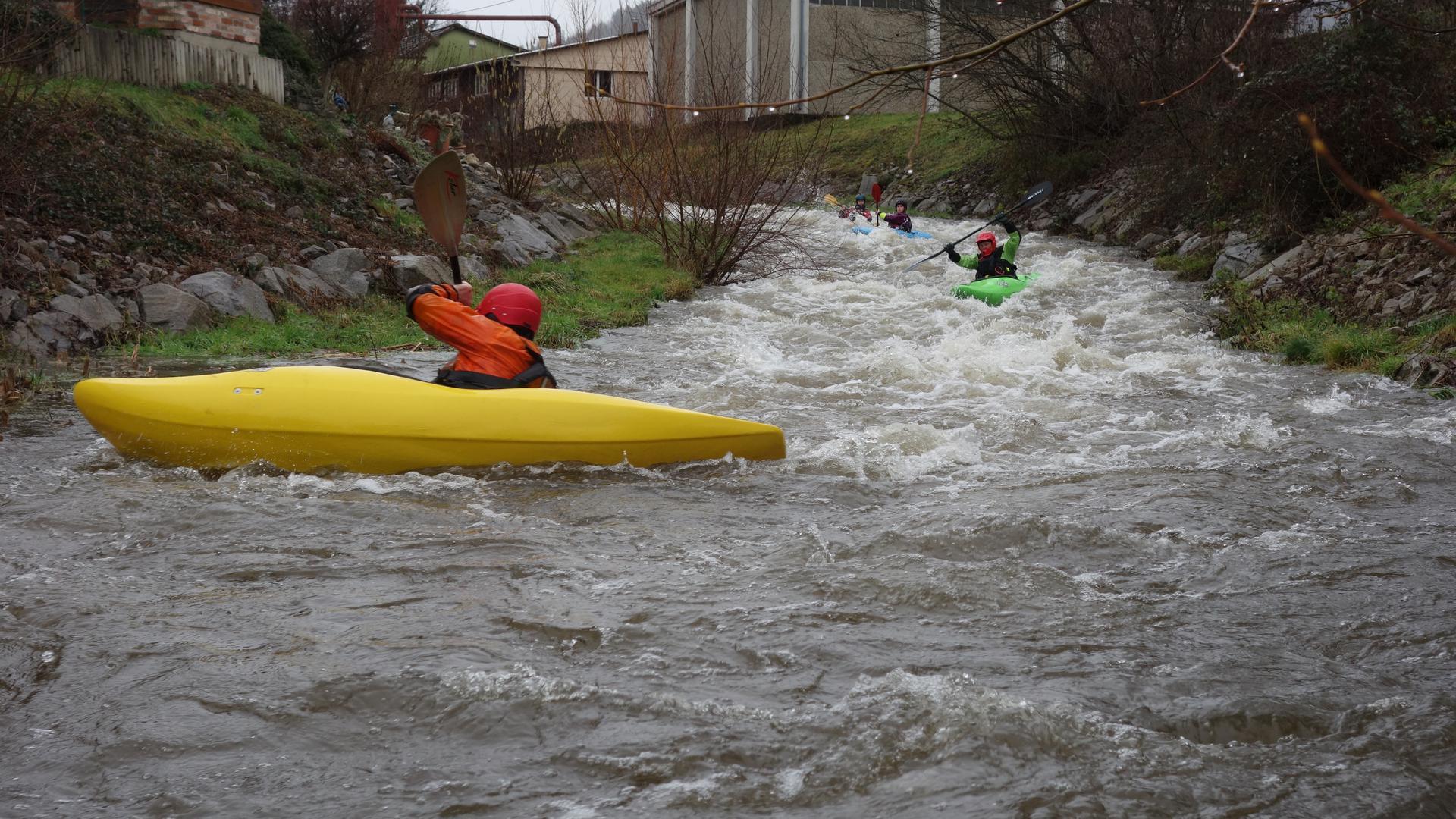 Wende ans Ufer: Bei aller Freude über die Fahrt im reißenden Bühlot-Wasser ist eine sichere Ausstiegsstelle enorm wichtig.