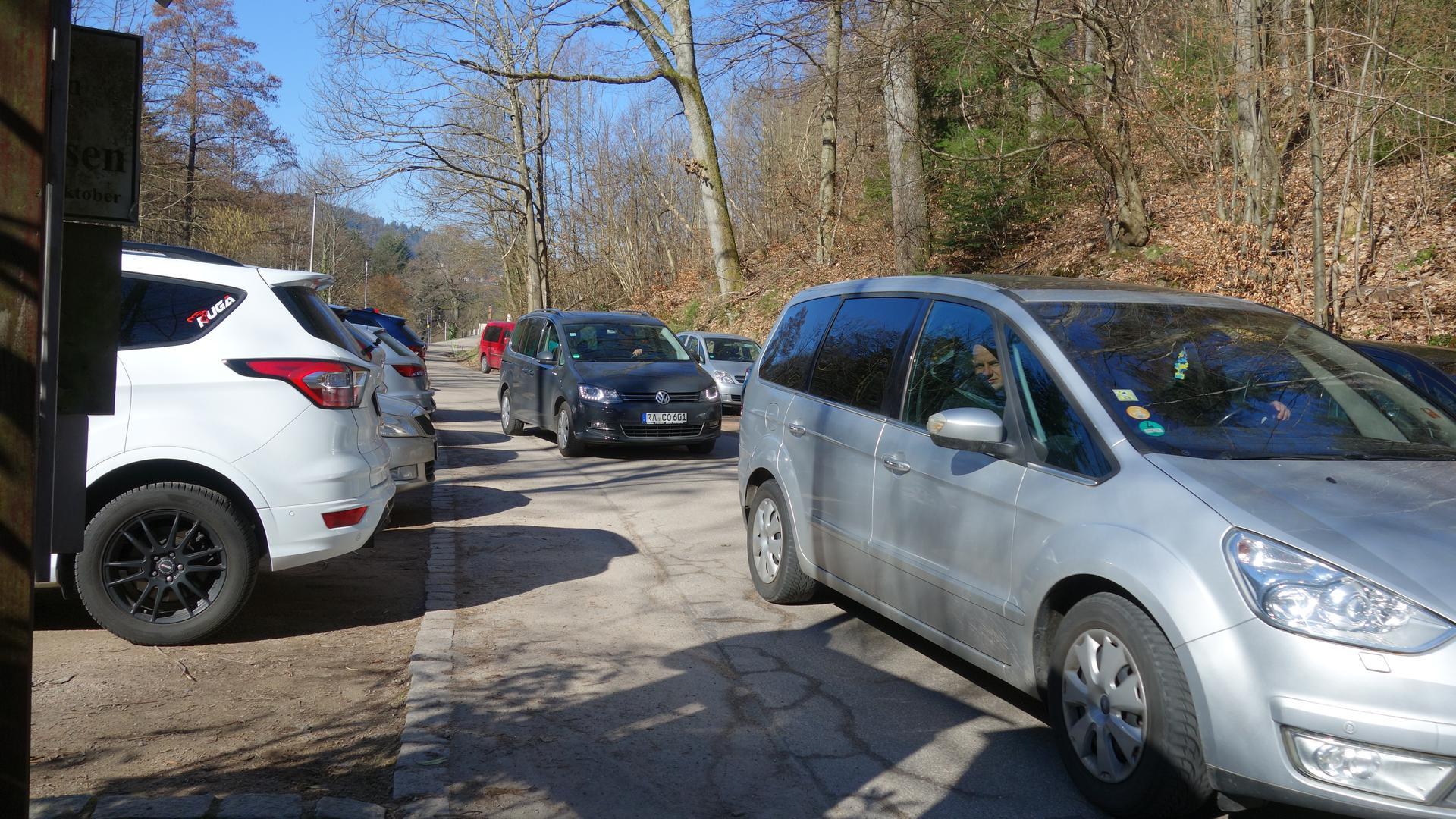 Alles belegt: Nichts ging mehr für weitere Besucher auf dem Parkplatz zu den Gertelbach-Wasserfällen in Bühlertal.