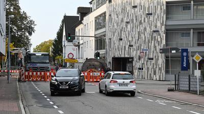 Umleitung: Die südliche Hauptstraße in Bühl ist komplett gesperrt. Der Verkehr fließt jetzt über die Oberweierer Straße und am Windeck-Gymnasium vorbei.
