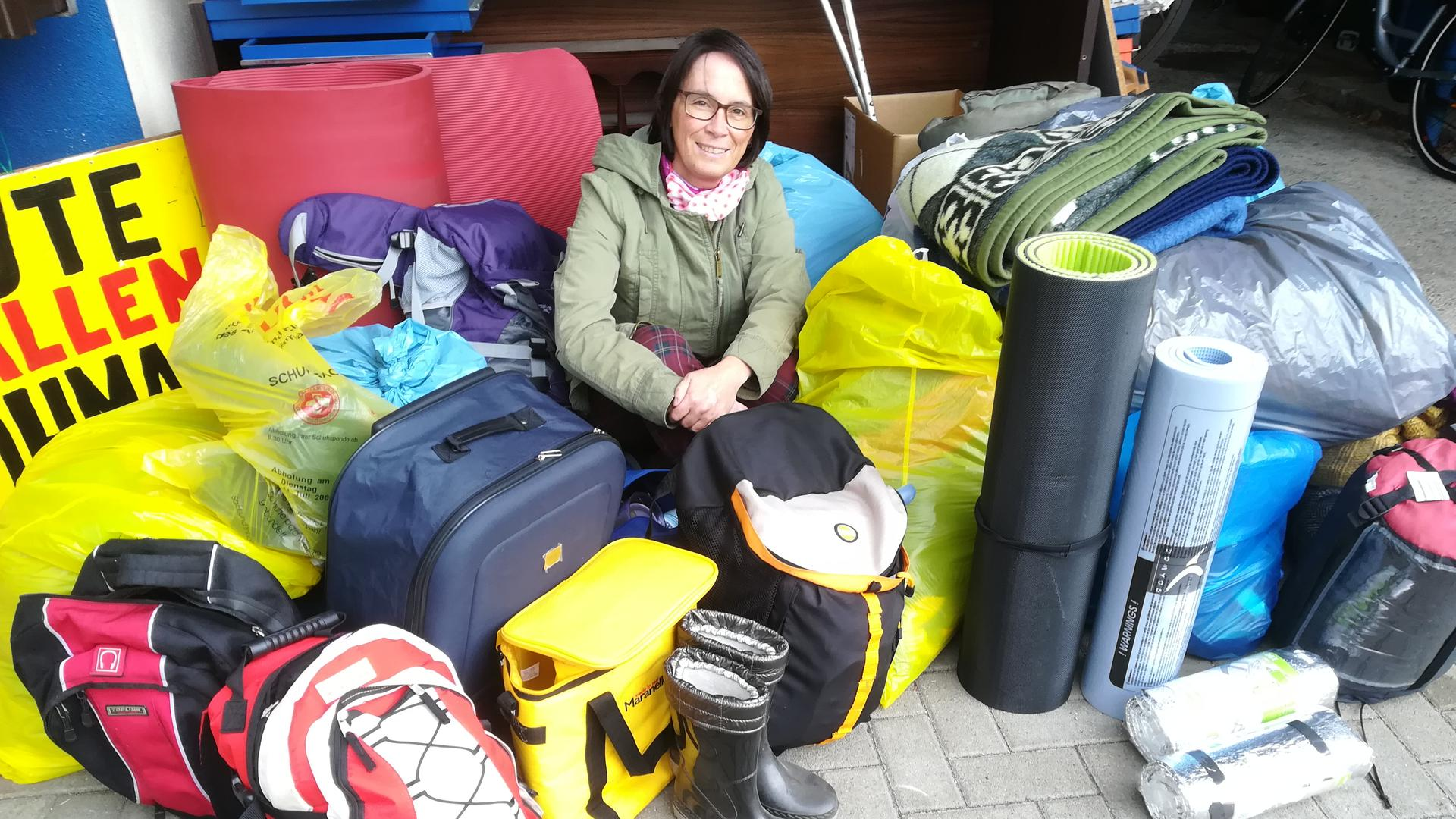 """Anke Basler initiierte vor anderthalb Jahren den Flohmarkt mit Herz in Bühl; die dort entstandene """"tolle Truppe"""" sammelte für Bedürftige neben Kleidung etwa auch Iso-Matten und Schlafsäcke."""