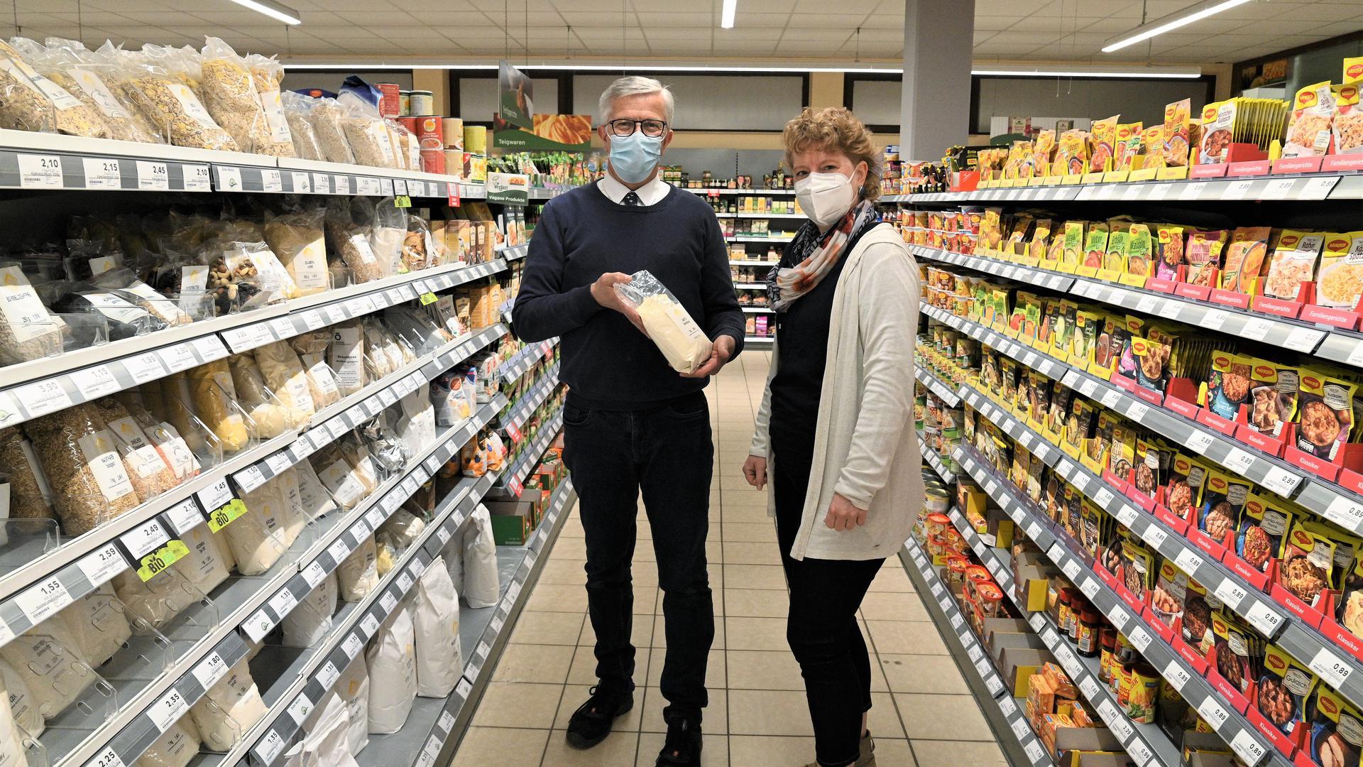 Johannes van Daalen und Alexandra Fluck, Mitglied der Lebenshilfe-Geschäftsführung für Arbeit und Finanzen