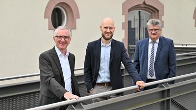 Neue Aufgabe: Martin Thiele (Mitte) ist Klimaschutzmanager der Stadt Bühl. Oberbürgermeister Hubert Schnurr (rechts) und Bürgermeister Wolfgang Jokerst stellten ihn offiziell vor.