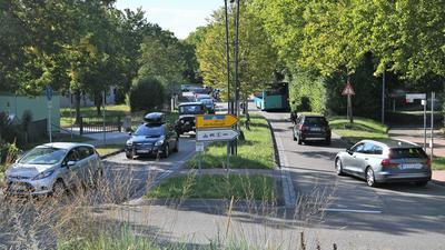 Autofahrer brauchen Geduld: Auf der Verbindungsstraße zwischen Jägerkreisel und Bosch-Kreuzung waren am Mittwochnachmittag im Berufsverkehr jede Menge Fahrzeuge unterwegs.
