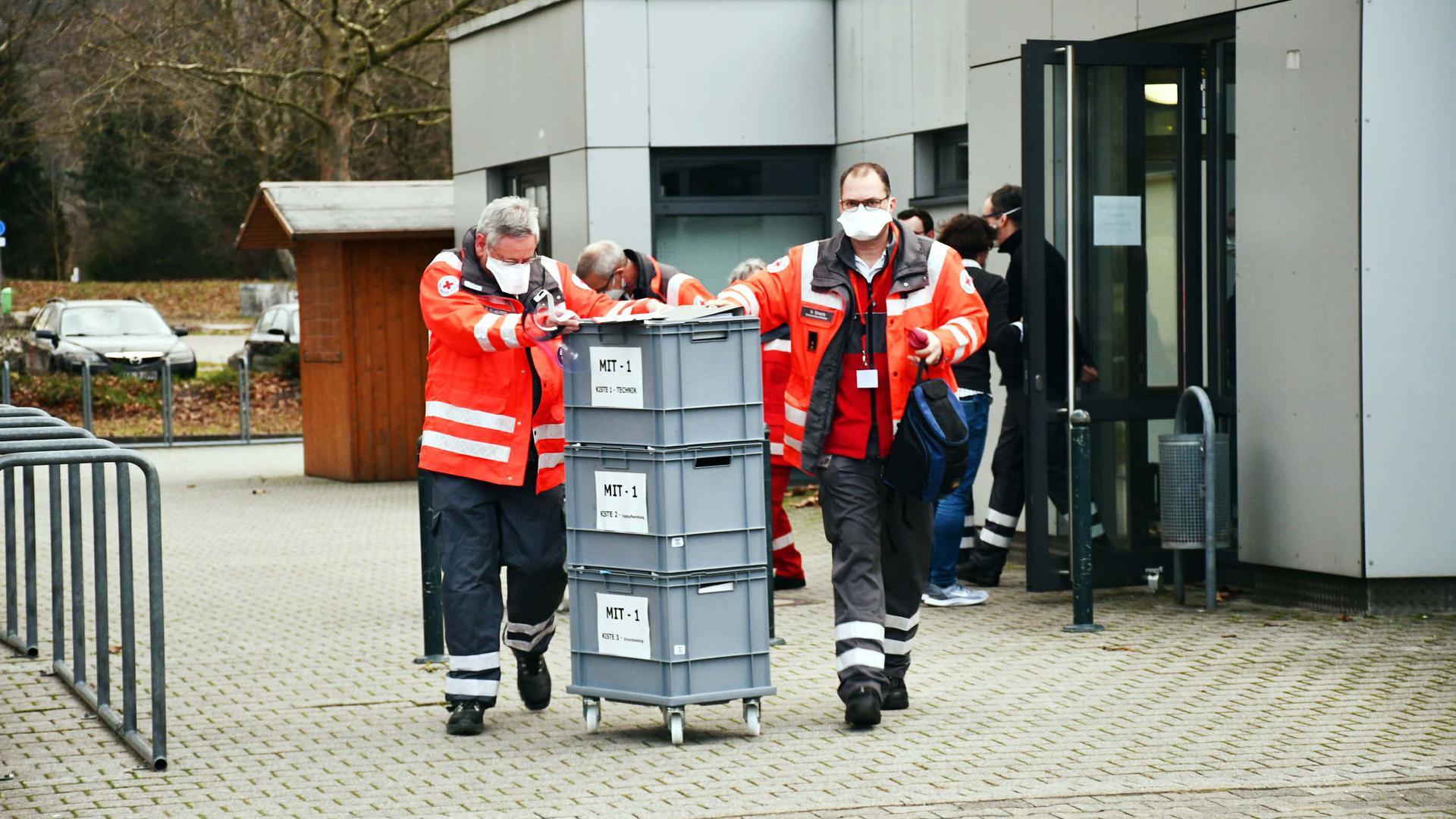 Start mobile Impfung: Vor dem Impfzentrum in der Schwarzwaldhalle Bühl machte sich das mobile Corona-Impfteam zu seinem ersten Einsatz im Seniorenzentrum Bühlertal auf den Weg.