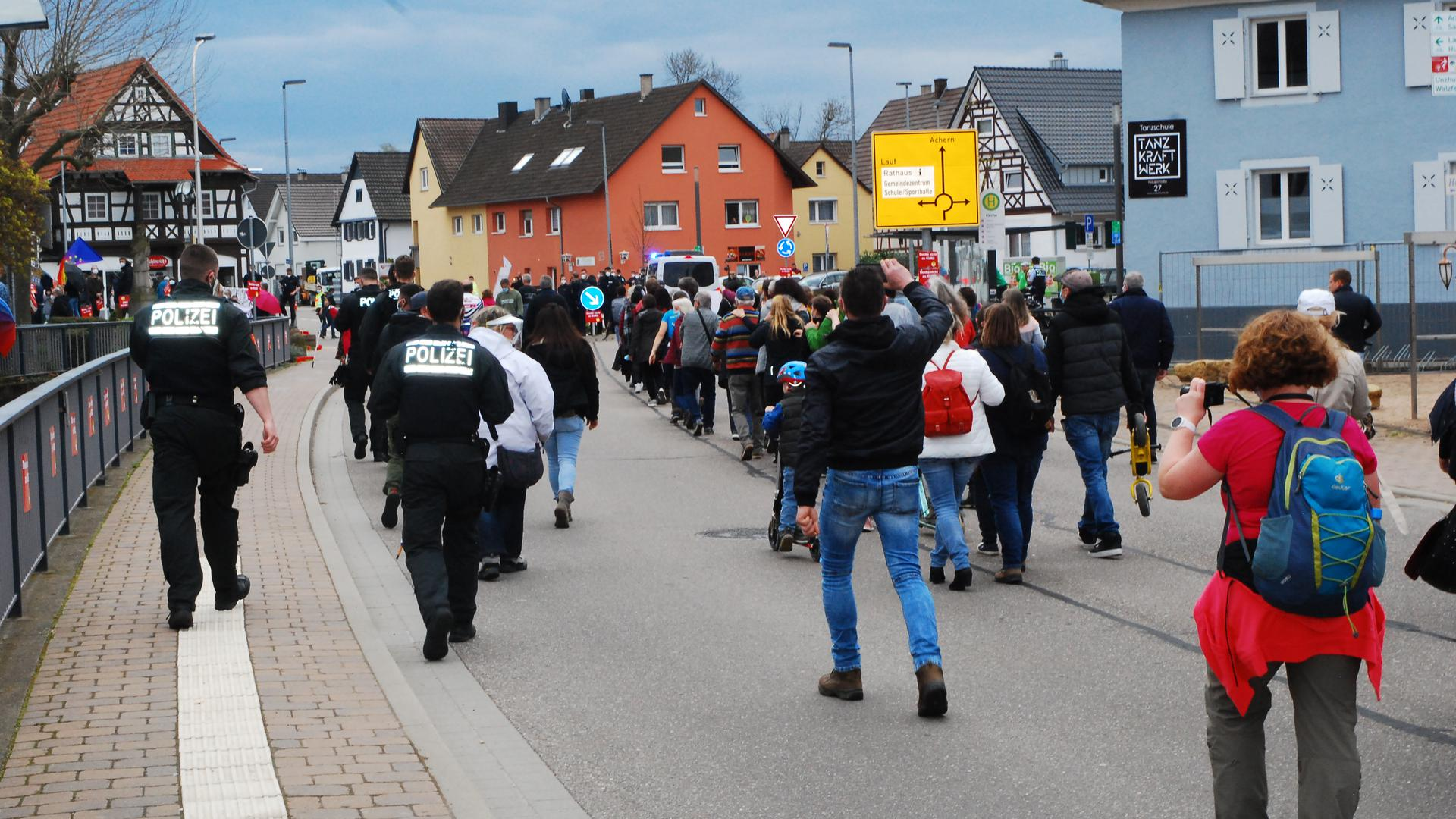 Gruppe mit Polizisten