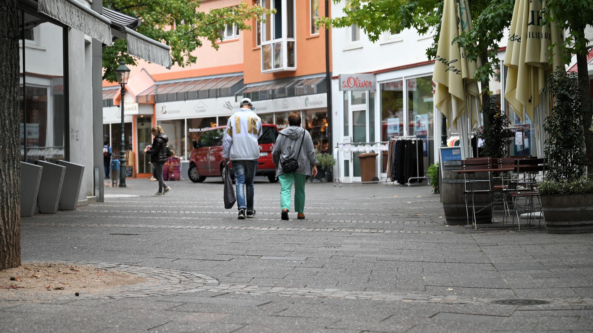 Ein wenig holprig: Die Bühler Fußgängerzone in der Schwanenstraße ist mehr als drei Jahrzehnte alt und sanierungsreif.