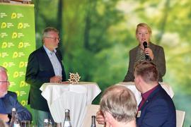 Lebhafter Austausch: der Grünen-Abgeordnete aus dem Wahlkreis Baden-Baden, Hans-Peter Behrens, und Landes-Umweltministerin Thekla Walker