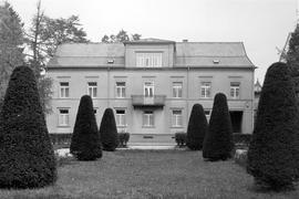 Die Villa Massenbach wurde 1973 für den Neubau der Sparkasse abgerissen. Das Gebäude aus der Mitte des 19. Jahrhunderts diente bis dahin als Zentrale des Kreditinstituts.