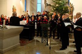 Sängerinnen und Sänger des Chors Pro Vokal der Chorgemeinschaft Harmonie Bühl beim Abschluss der Vorweihnachtlichen Sängerfahrt im Kloster Maria Hilf