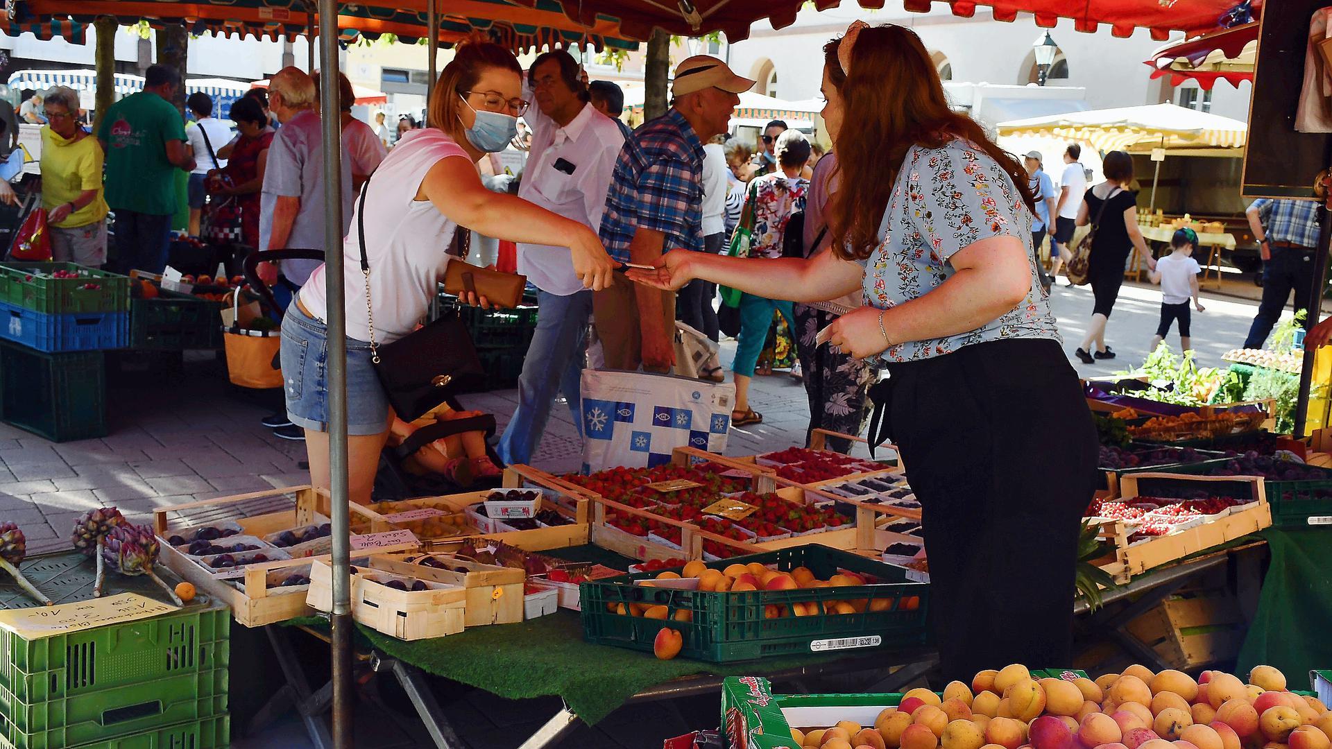 Gut angenommen: Der Wochenmarkt auf dem Markt- und Kirchplatz hat in den Corona-Wochen eine gesteigerte Nachfrage erfahren.