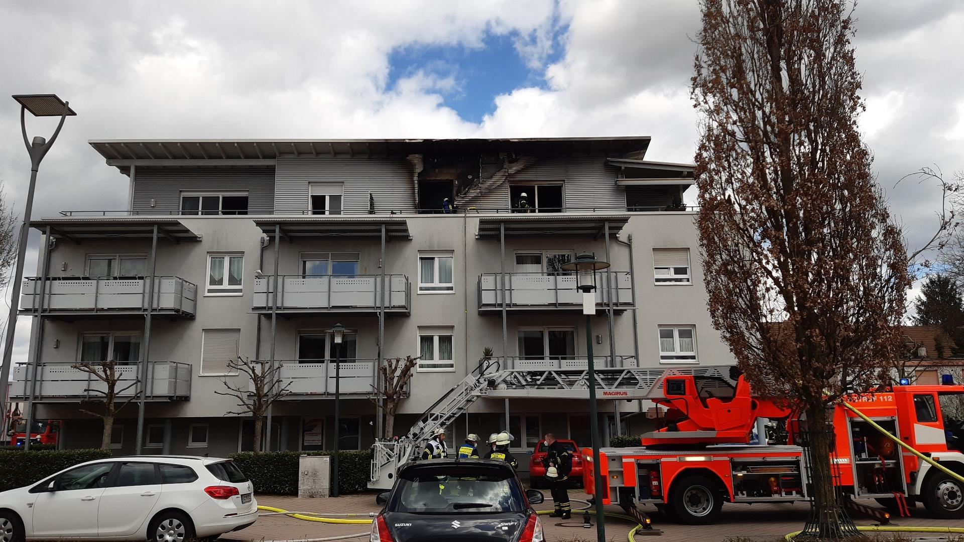 Die Feuerwehr ist im Einsatz in einem Altenwohnheim in Bühl.