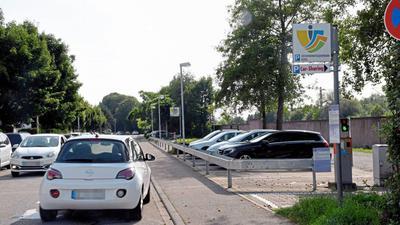 Südlich des Bühler Bahnhofs befindet sich der Parkplatz eines Carsharing-Autos der Stadtmobil Südbaden AG.