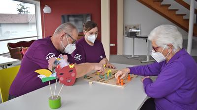 Keine Langeweile: Mit Brettspielen, Aktivierungsangeboten und Gedächtnistraining bleiben die Senioren auch im Alter fit.