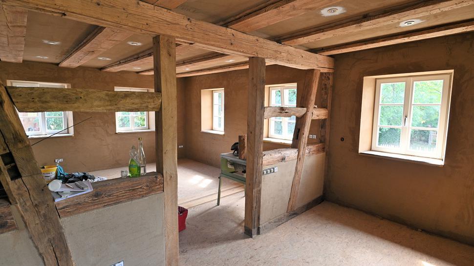 Das Fachwerk wurde frei gelegt. Hier entsteht das Wohnzimmer der Familie Kist.