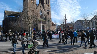Demo vor Kirche