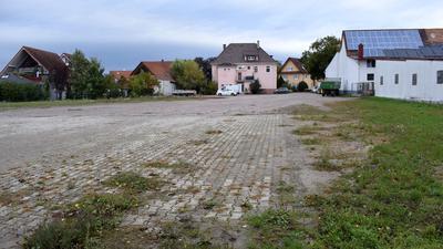 Ungenutzt liegt der Sonnenplatz mitten in Ottersweier da. Das Klinikum Mittelbaden will den Meinungsbildungsprozess im Ort abwarten, bevor es seine Pläne für einen Pflegeheimbau an diesem Platz weiterverfolgt.