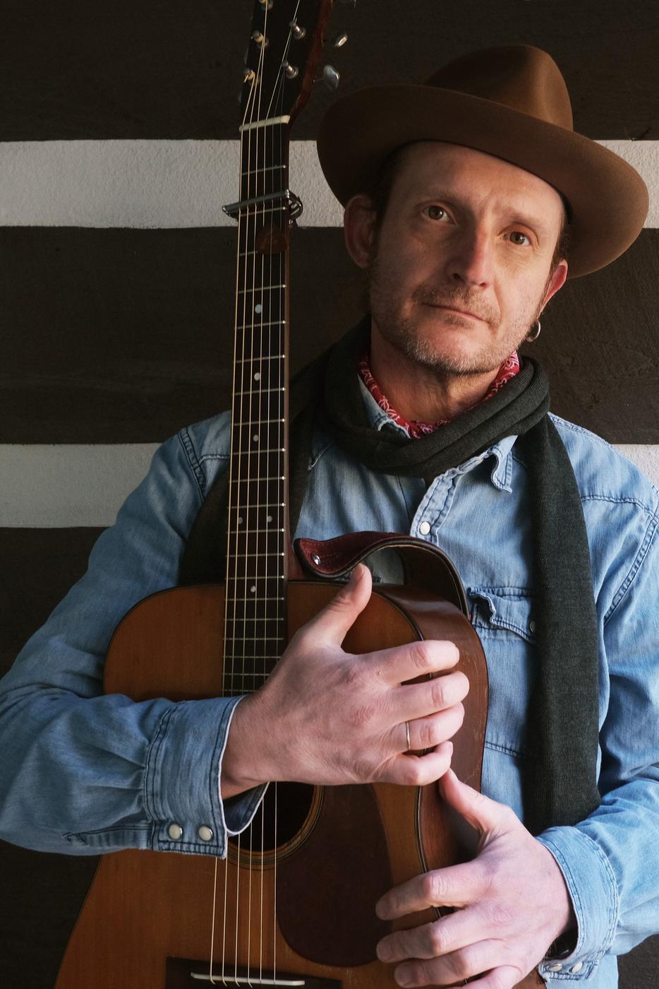 Gepannt und dankbar: Der aus Bühl stammende Musiker Thomm Jutz freut sich über die Nominierung als Songwriter of the Year. Foto: pr