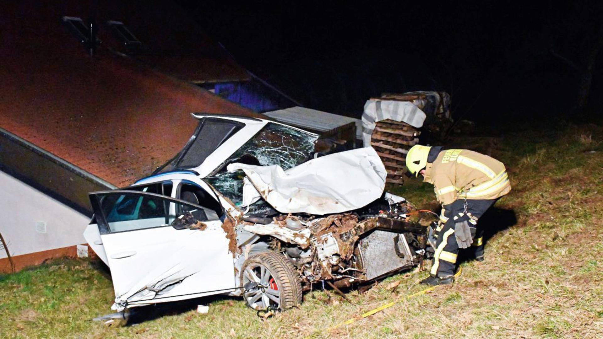 Ein Autofahrer ist am Samstagabend auf der L83a, Ortsausgang Bühlertal in Richtung Bühl-Neusatz, bei einem Verkehrsunfall schwer verletzt worden.
