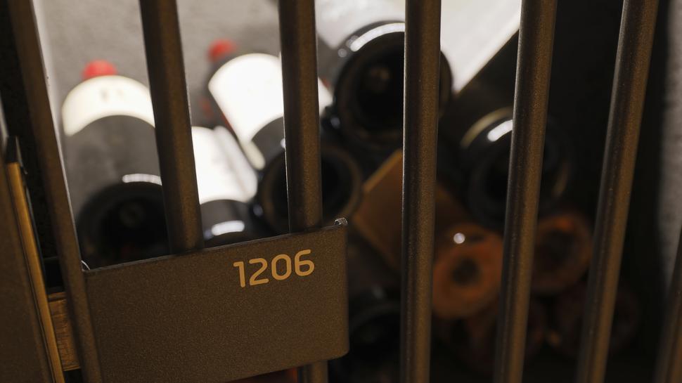 Eines von 198: In den Fächern können die Mitglieder Wein einlagern.