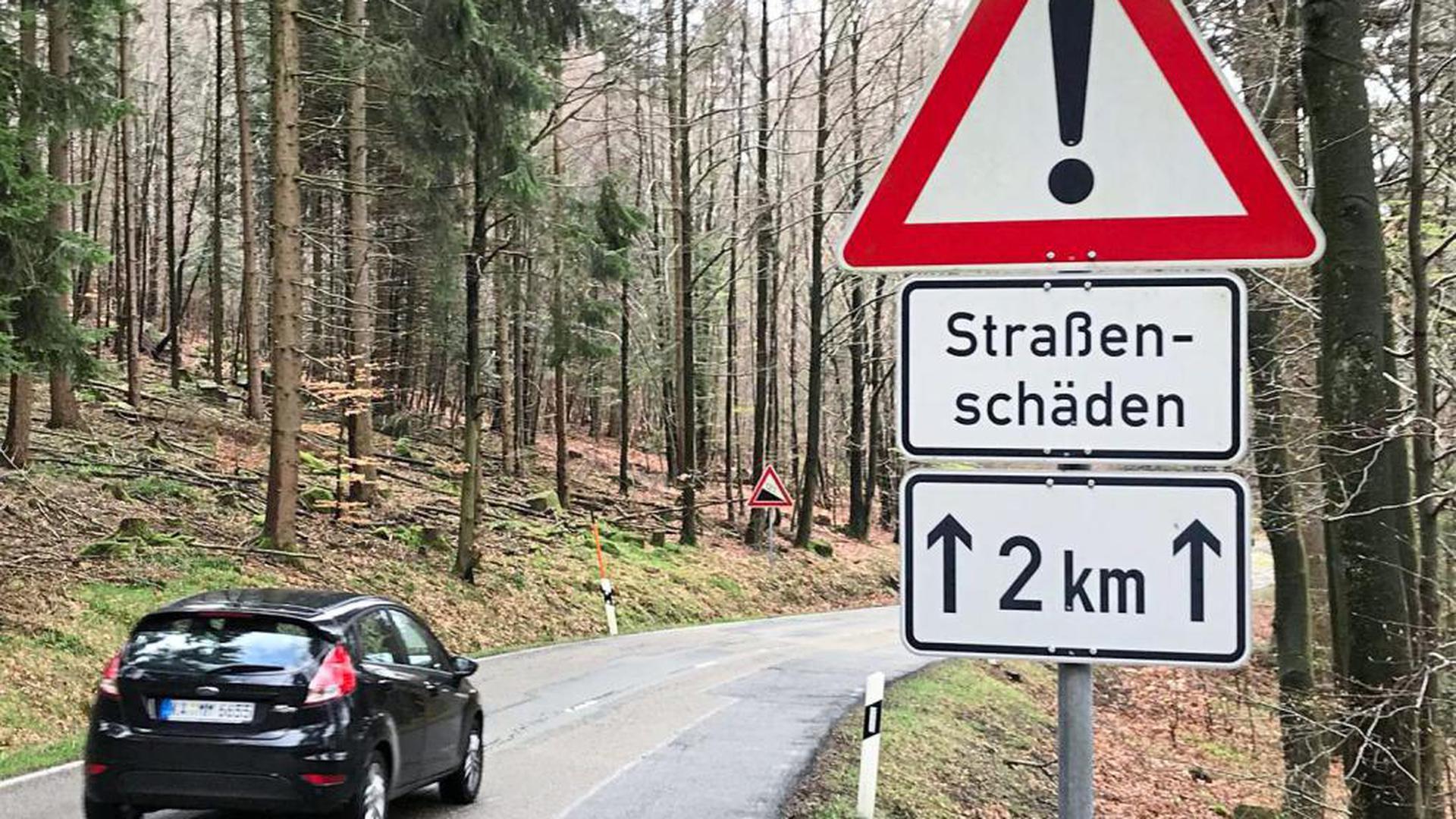 Eine Holperpiste ist die Strecke ab Gernsbach-Reichental in Richtung Kaltenbronn. In den kommenden beiden Jahren wird der dritte und letzte Abschnitt der L76b saniert; das Regierungspräsidium geht in der Summe von zehn Monaten Vollsperrung aus.