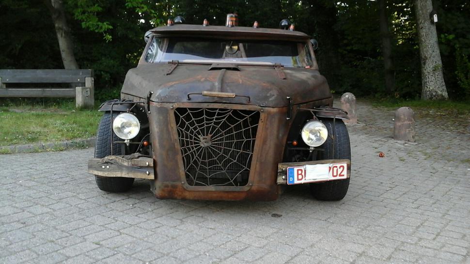 Braunes Fahrzeug von Willi Knörr, Tüftler aus Selbach