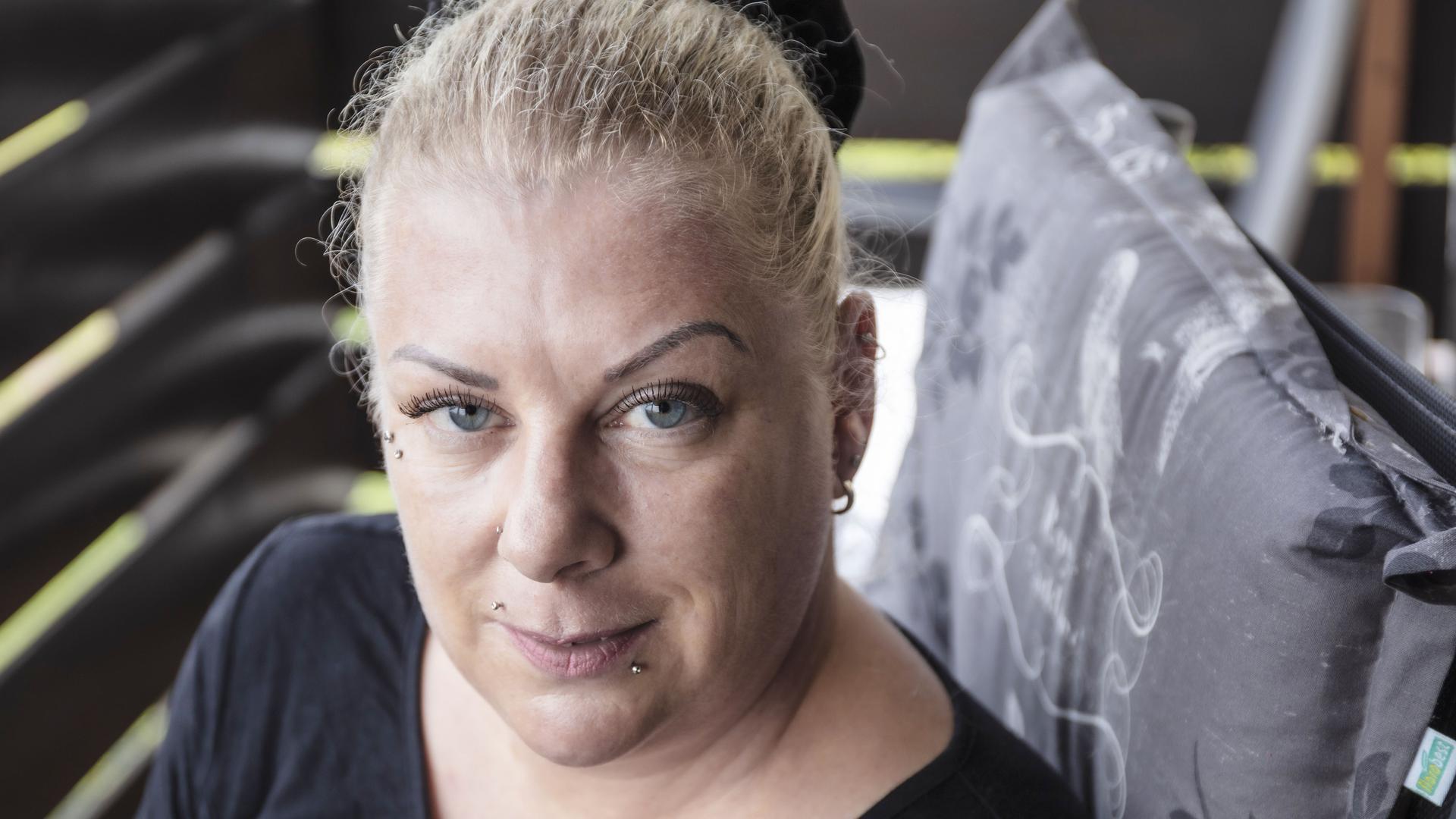 Kampf als Alleinerziehende: Tanja Hornung will mit ihrem Sohn finanziell unabhängig sein. Sie betreibt ein eigenes Nagel- und Kosmetikstudio in Rastatt.