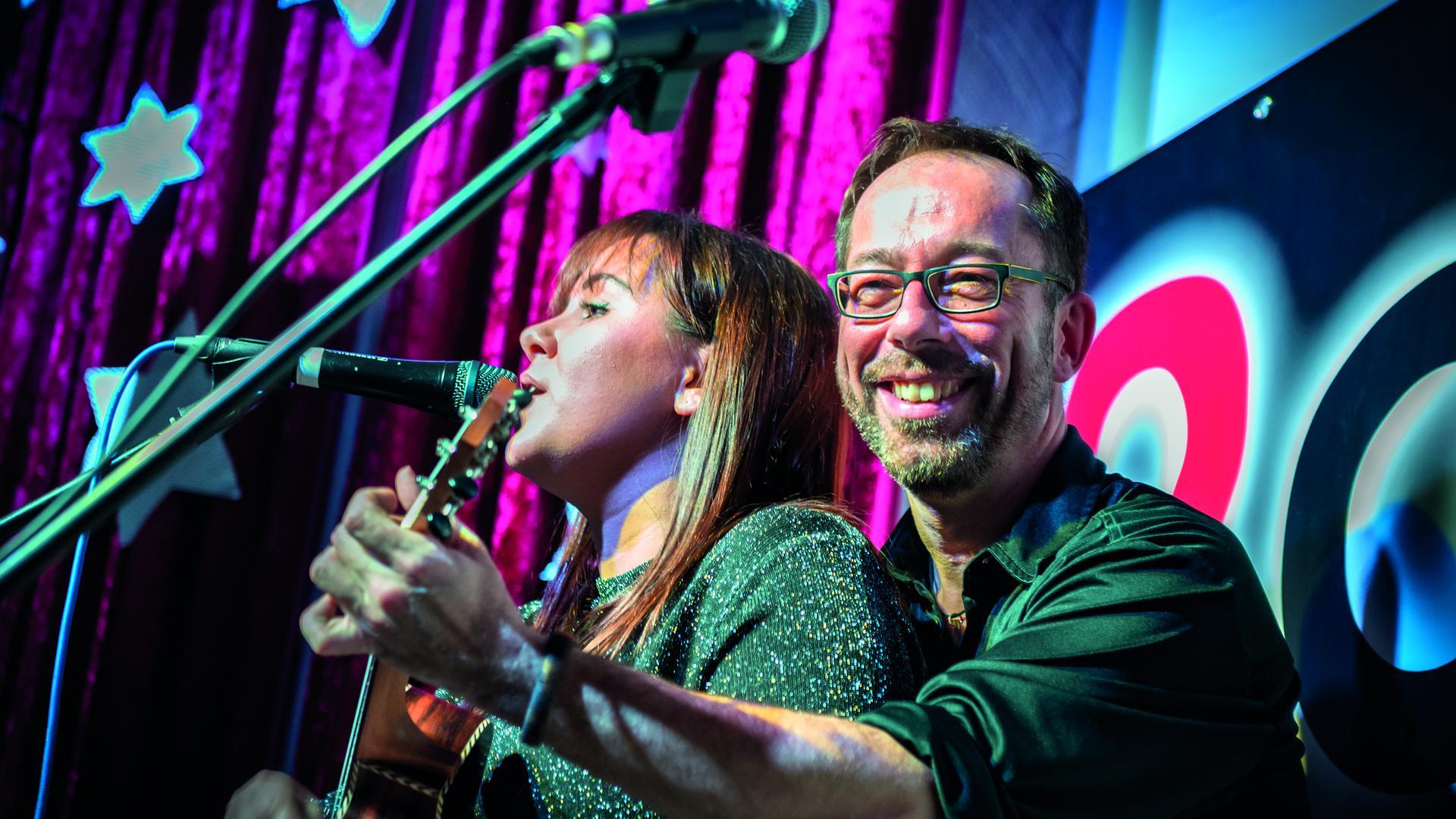 """Auftrittsverbot: Sängerin Maike Oberle und Gerald Sänger alias """"2cool"""" sind derzeit zu Untätigkeit gezwungen."""