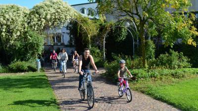 Fahrradfahrer im Murgpark in Gaggenau