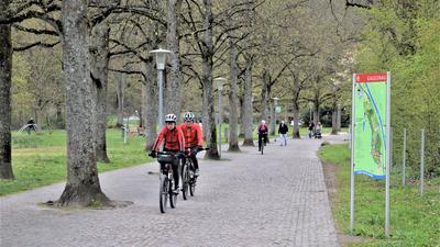 Radfahrer im Kurpark Bad Rotenfels