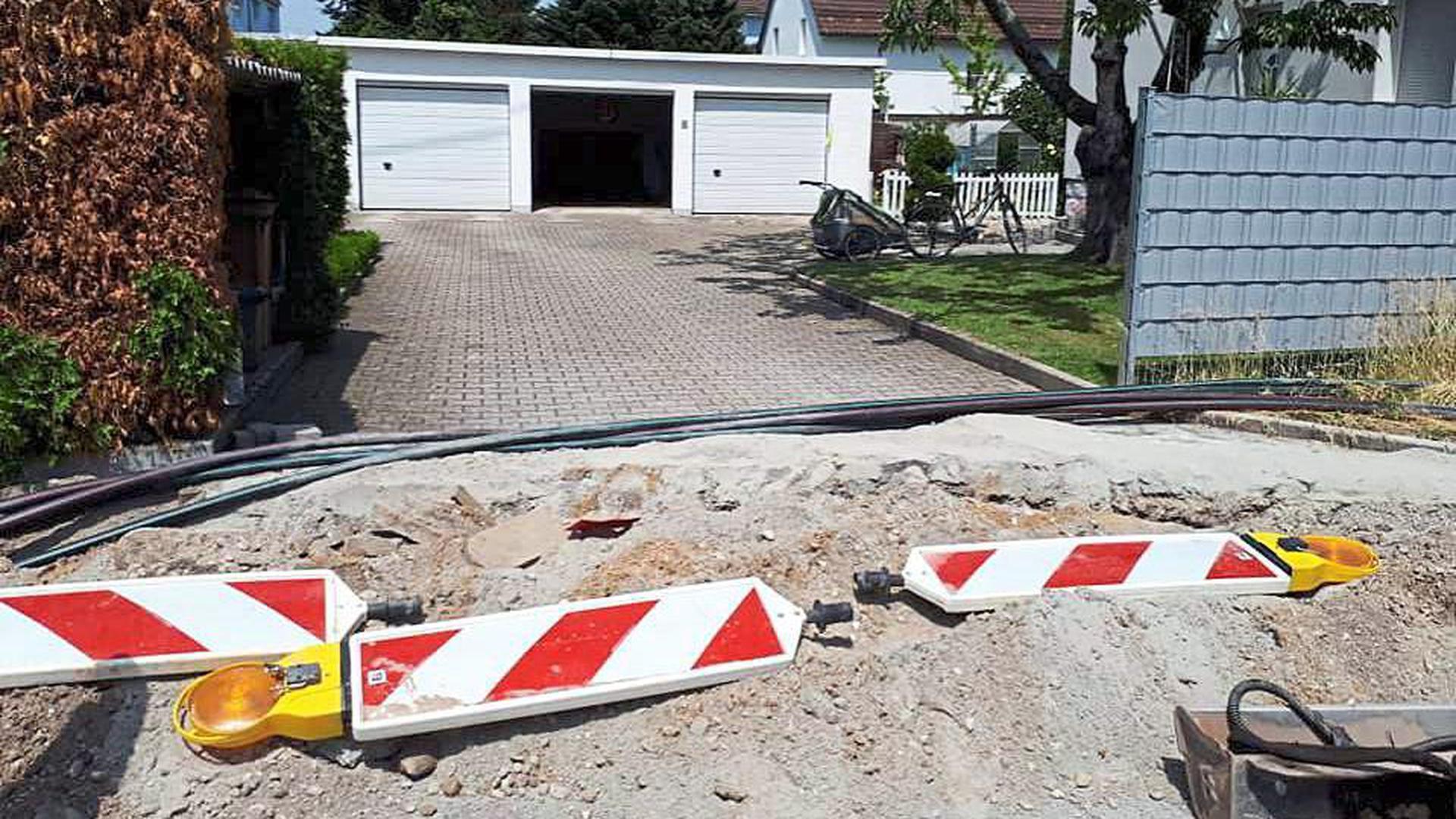 Kein Durchkommen zur eigenen Garage gab es für eine Gaggenauerin, die ihr Auto dringend benötigte. Im Normalfall werden Bürger laut Pressesprecherin der Stadt Gaggenau, Judith Feuerer, im Vorfeld über derartige Baustellen informiert.