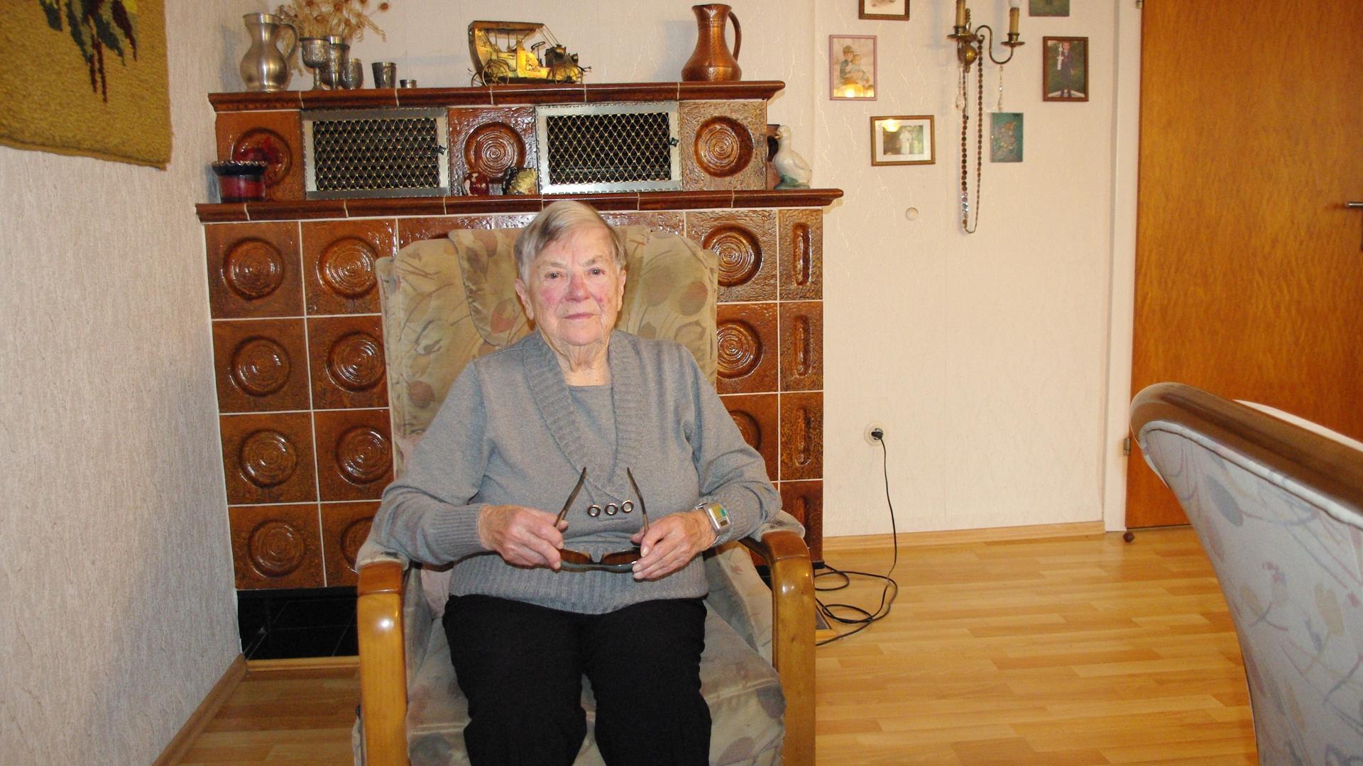 Anna Fritz (92) in Selbach krönt, seit sie 70 Jahre alt ist, ihren Lebensabend mit selbst verfassten Gedichten.