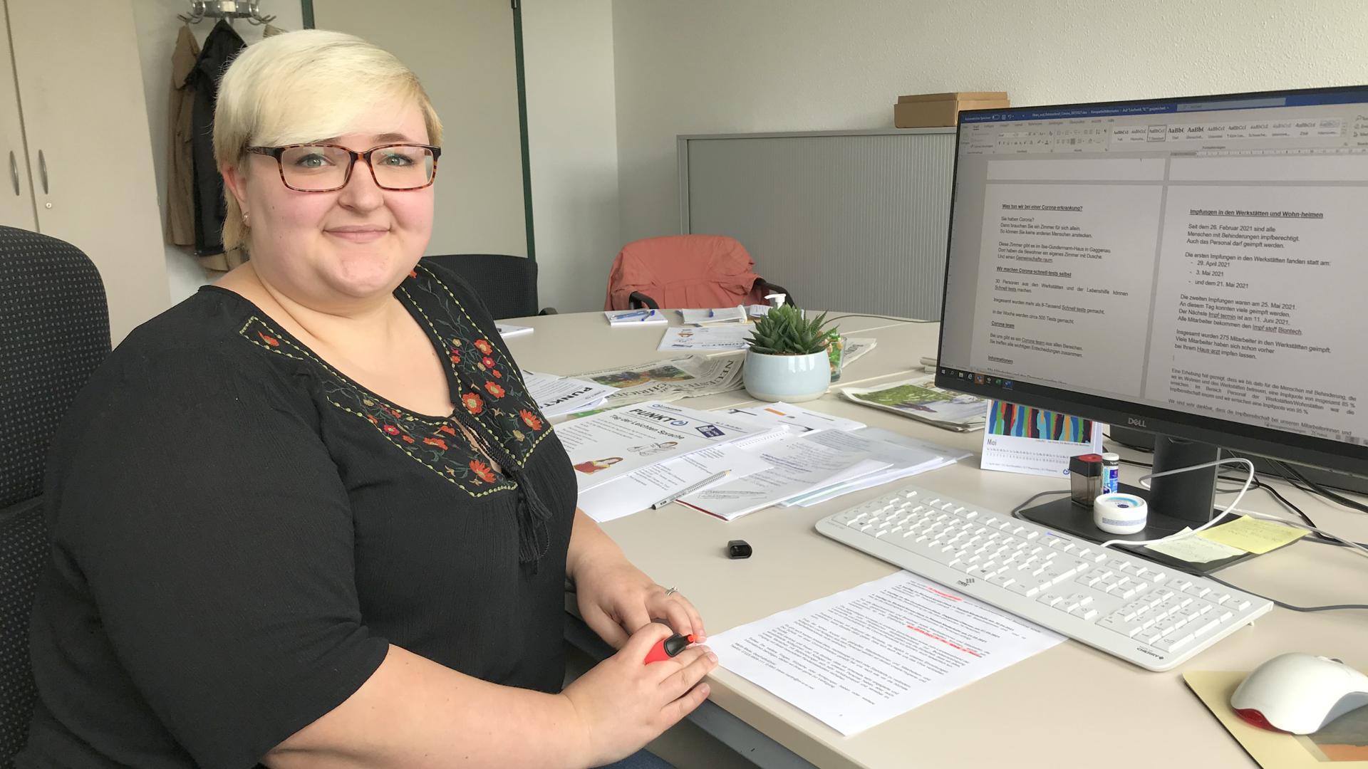 Die Fachfrau: Svenja Heck hat im Studium ihren Schwerpunkt auf die Leichte Sprache gelegt. Nun ist sie im Gaggenauer Büro für Leichte Sprache für die Übersetzungen und die Prüfgruppe zuständig.