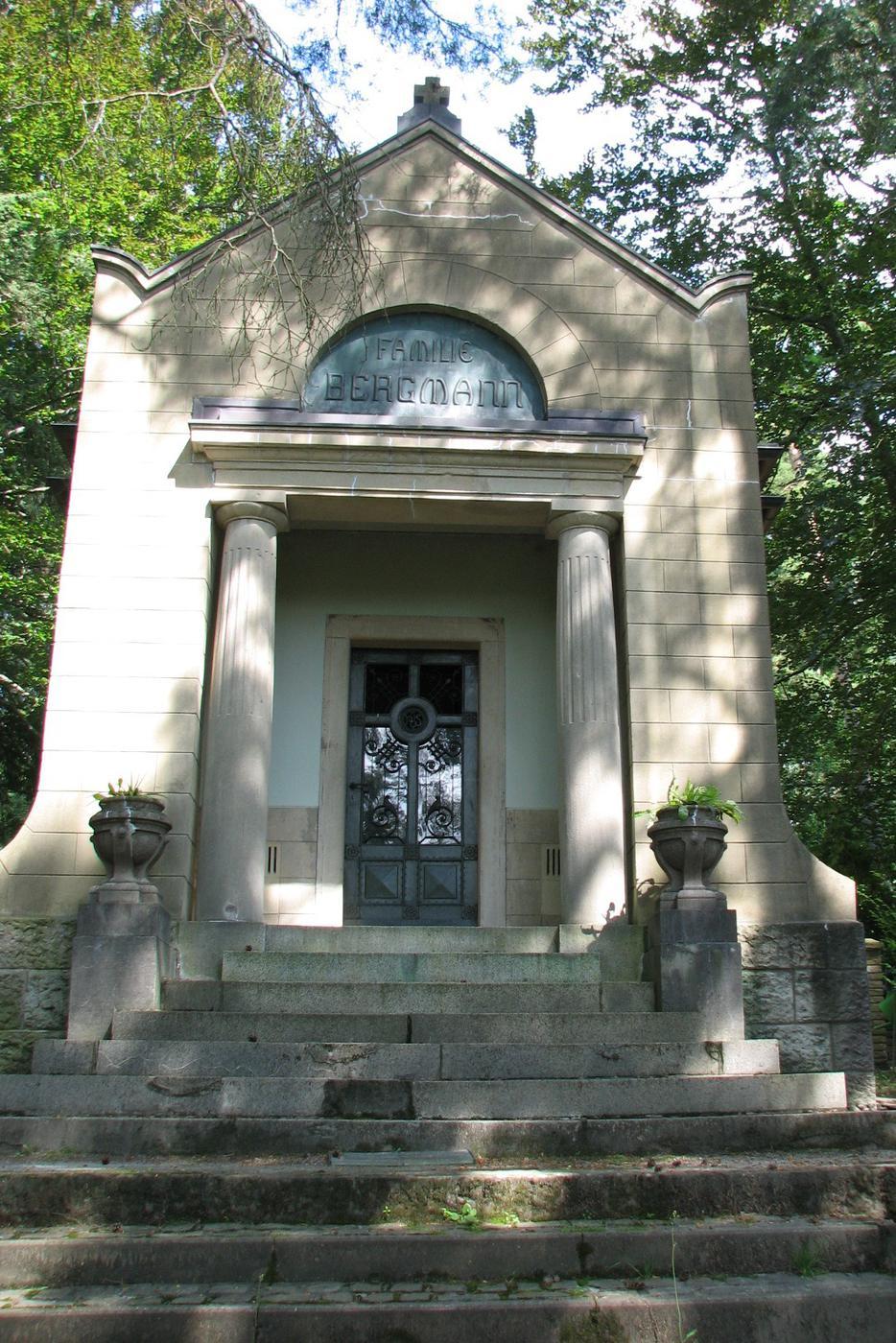 Grabstätte der Familie Bergmann auf dem Waldfriedhof in Gaggenau