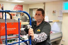 """""""Das ist meins"""": Miroslawa Dill arbeitet gerne im CAP-Markt in Bad Rotenfels. Sie gehört schon seit sechs Jahren zum Team."""