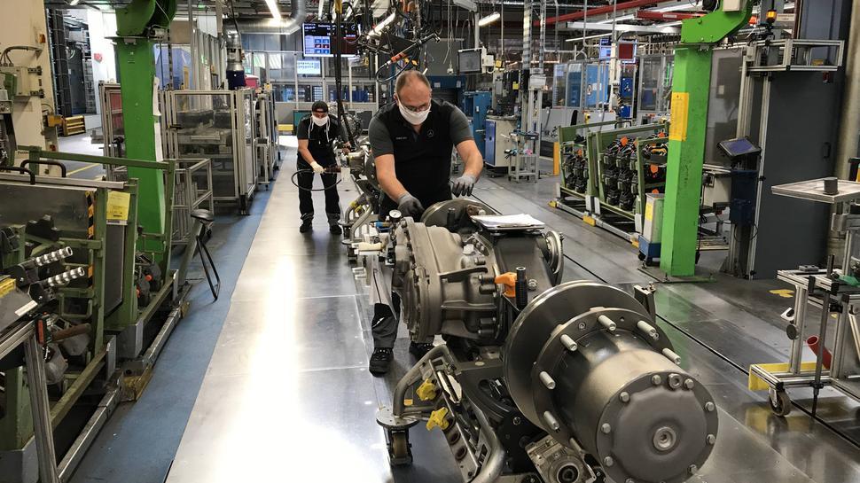 Benz-Werk Gaggenau Daimler Achsen Arbeiten in Zeiten von Corona Mai 2020