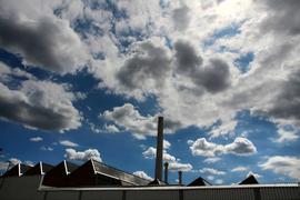 Foto vom 17.07.2016 Daimler Mercedes Fabrik Gaggenau Benz-Werk Wolken Himmel  Symbolbild