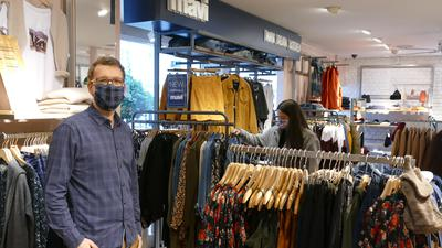 Dominik Müller zählt aktuell deutlich weniger Kunden im Modehaus Z.Müller.