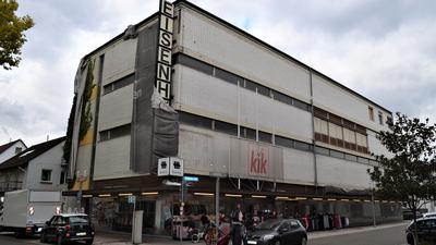 Aktuell nur Kik und Leerstand: Das Eisenhöfer-Gebäude, ein ehemaliger Möbelmarkt, soll ertüchtigt werden.
