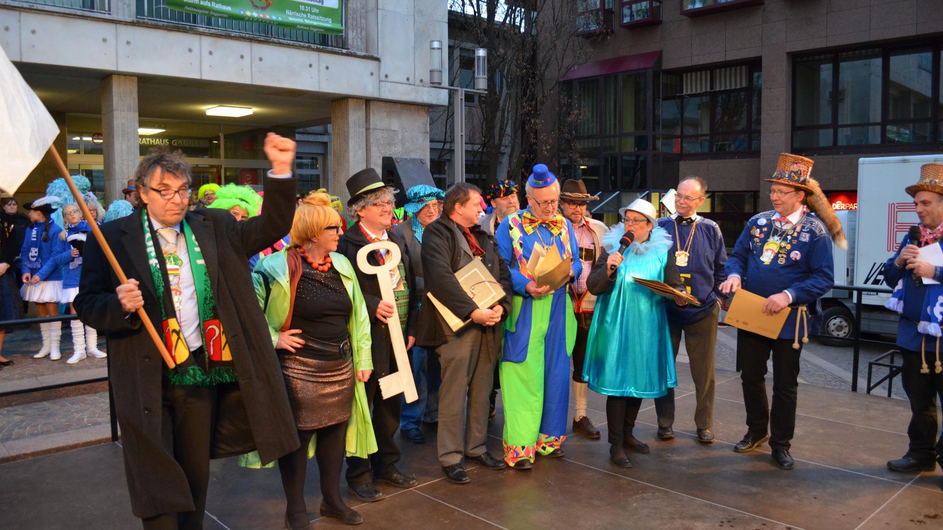 Entmachtung der Rathausspitze in Gaggenau 2017, OB Christof Florus, GroKaGe, vor dem Rathaus Gaggenau