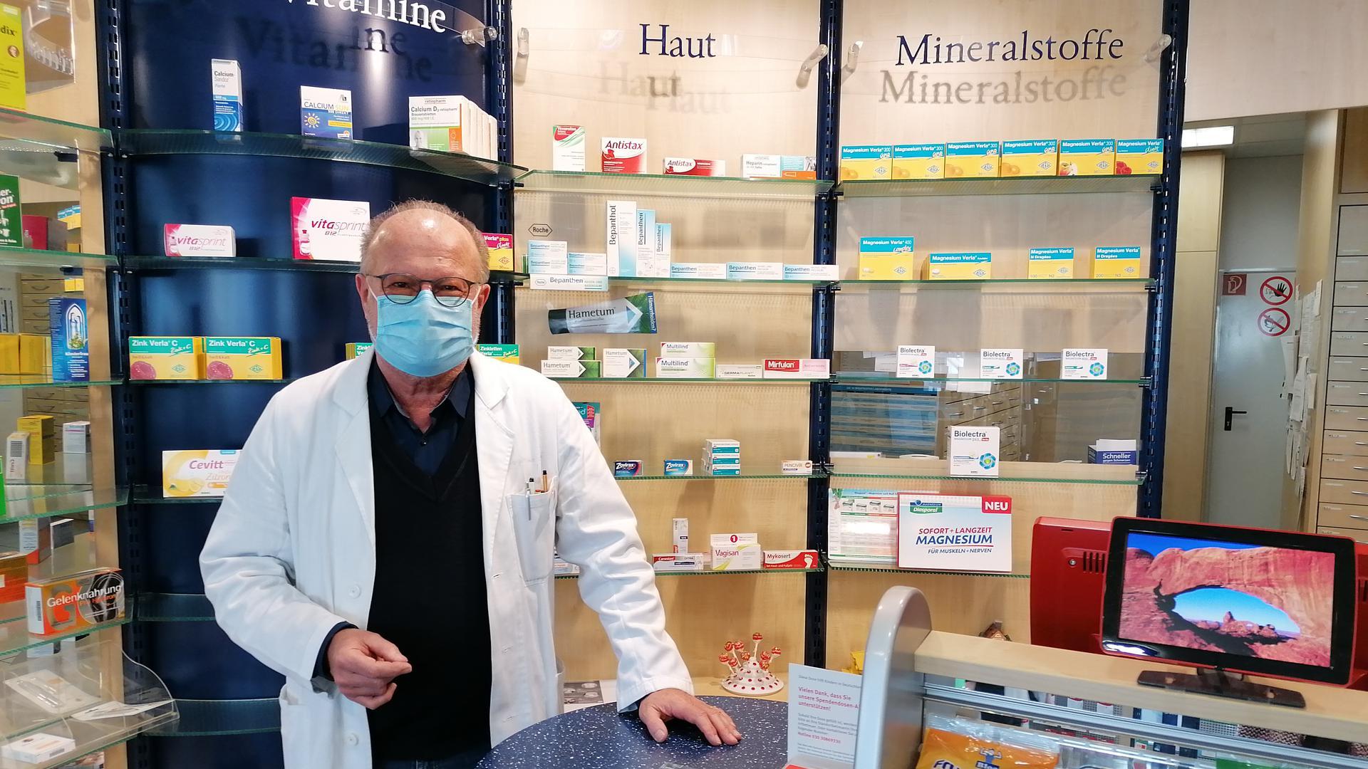 Schließt Ende März: Inhaber Otto Köllner geht in den Ruhestand. Seine Apotheke in Bad Rotenfels muss er nach fast 40 Jahren aufgeben, weil er keinen Nachfolger findet.