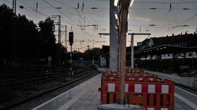 Bahnsteig nachts
