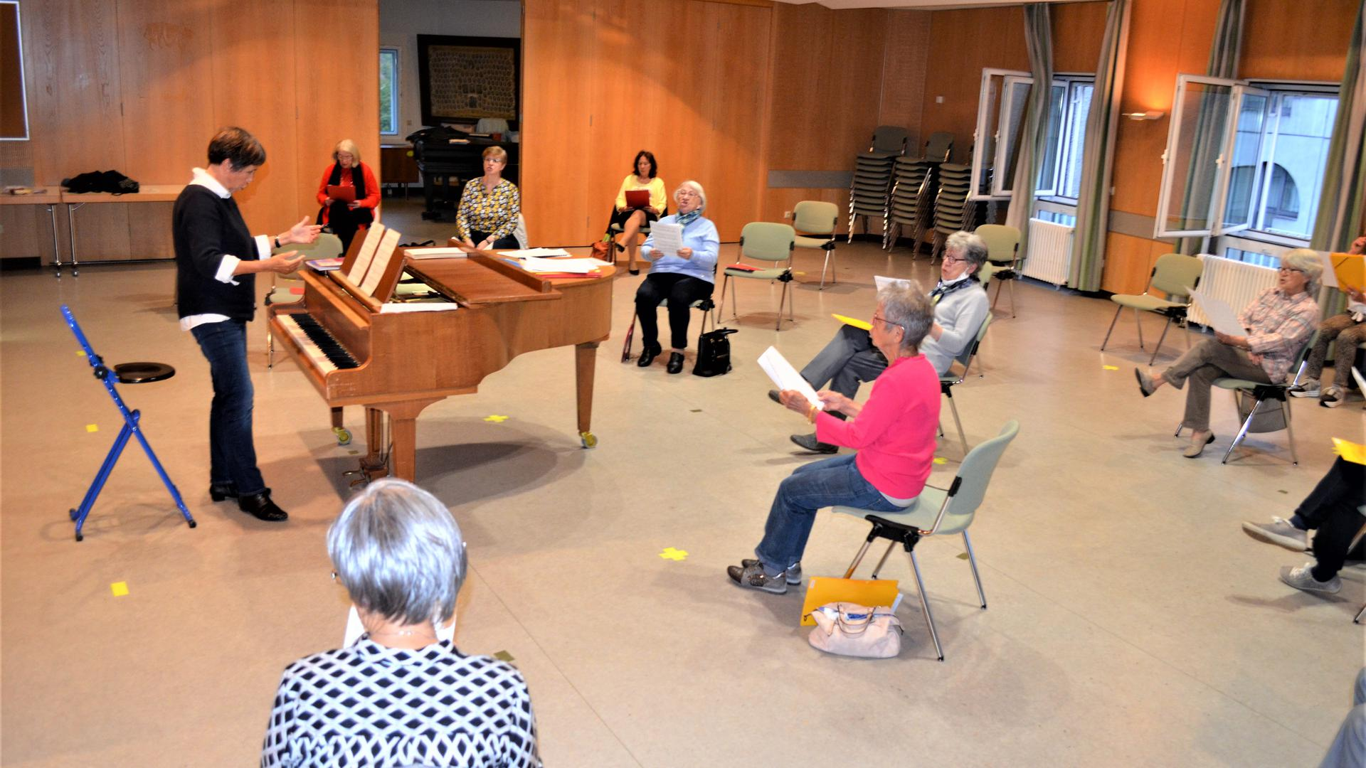Mit einem Abstand von zwei Meter proben Frauen und Männer getrennt beim Gewerbe-Gesang-Verein Gaggenau