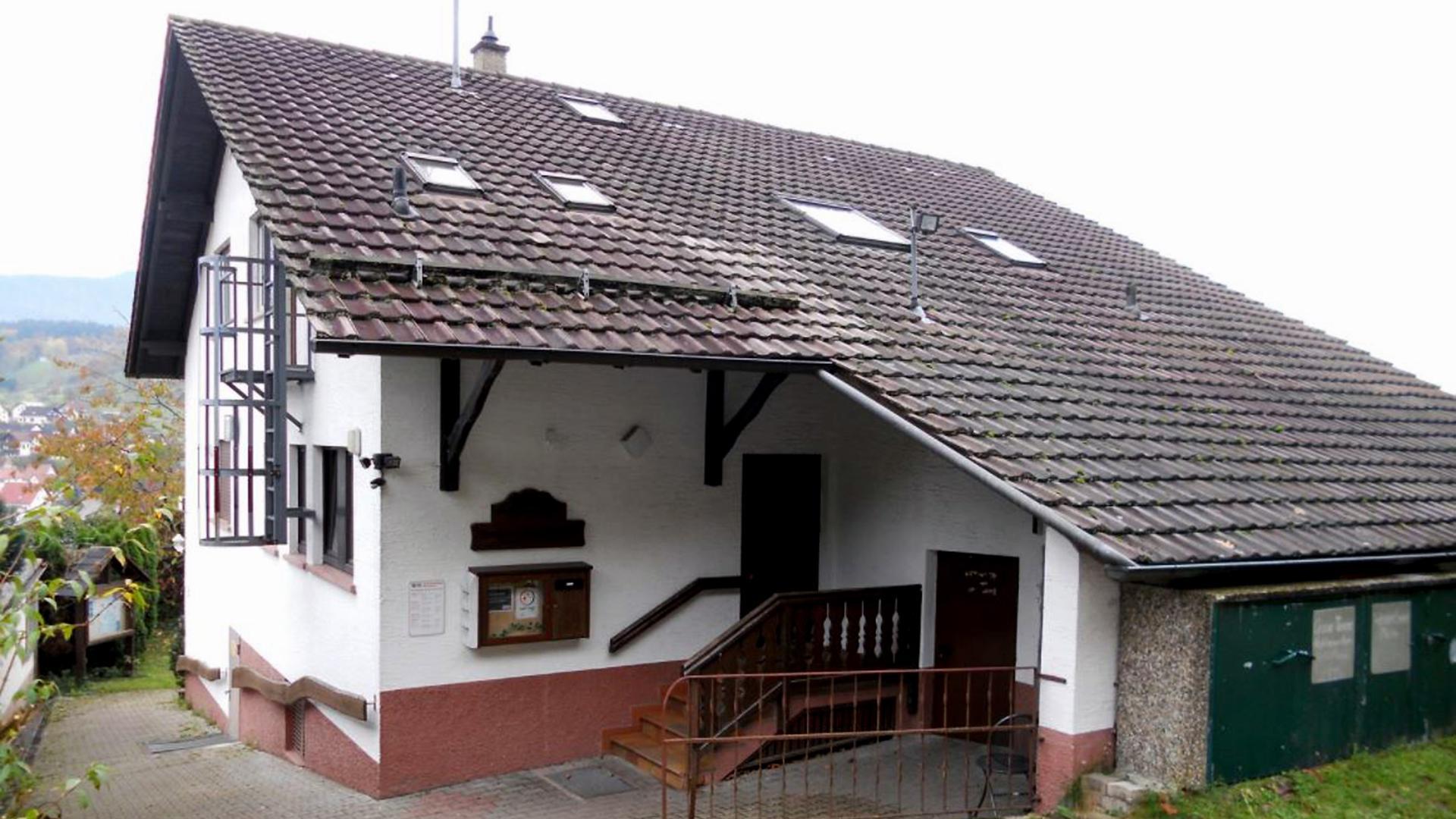 Hängepartie in Hanglage: Im idyllisch am Waldrand gelegenen Naturfreundehaus in Michelbach herrscht derzeit Stille – vorerst bis Ende des Monats.