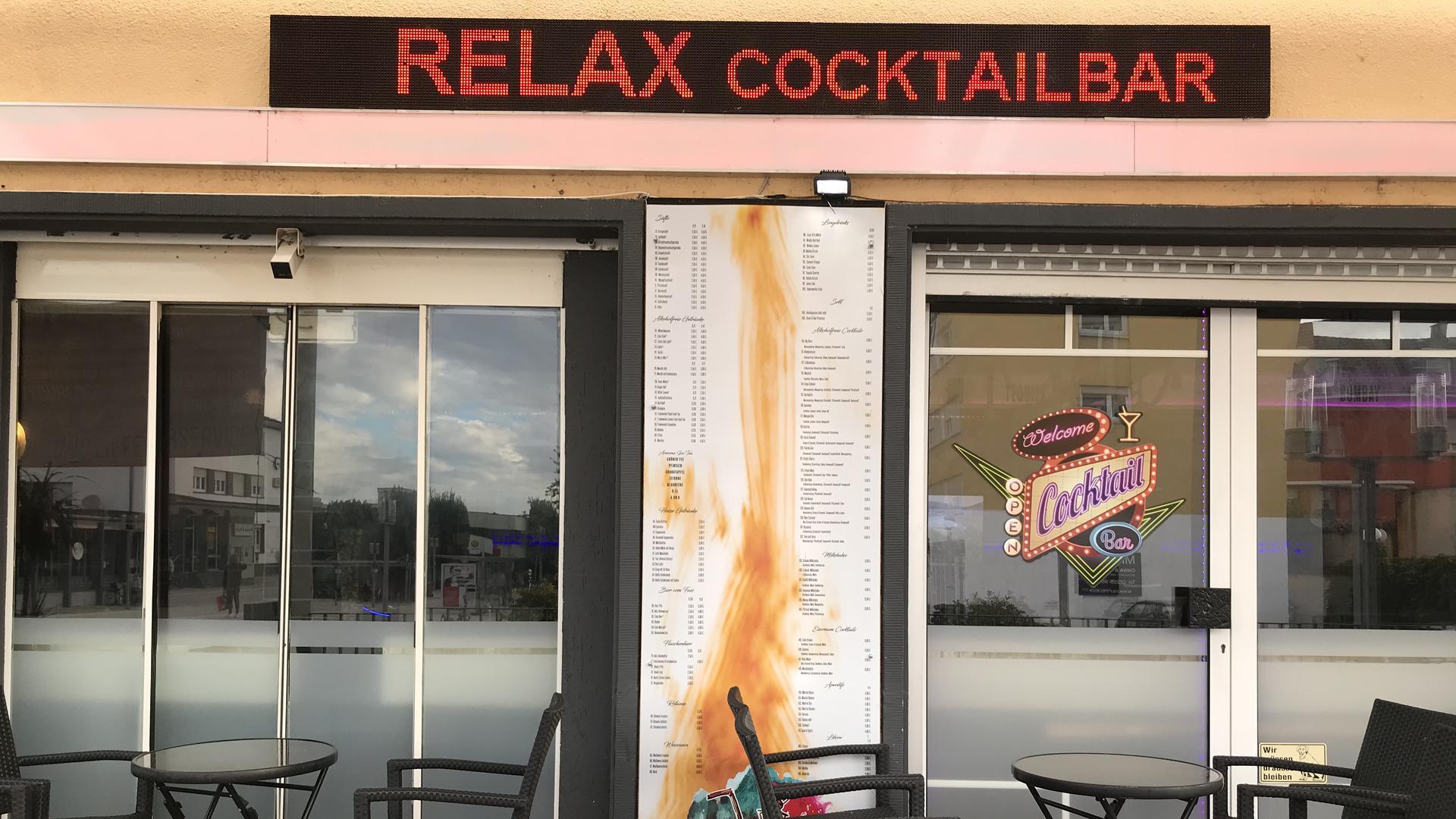 """Samstags-Gäste gesucht: Weil eine Besucherin der Cocktail-Bar """"Relax"""" in Gaggenau mit dem Coronavirus infiziert ist, sucht das Gesundheitsamt nun mögliche Kontaktpersonen vom 19. September."""