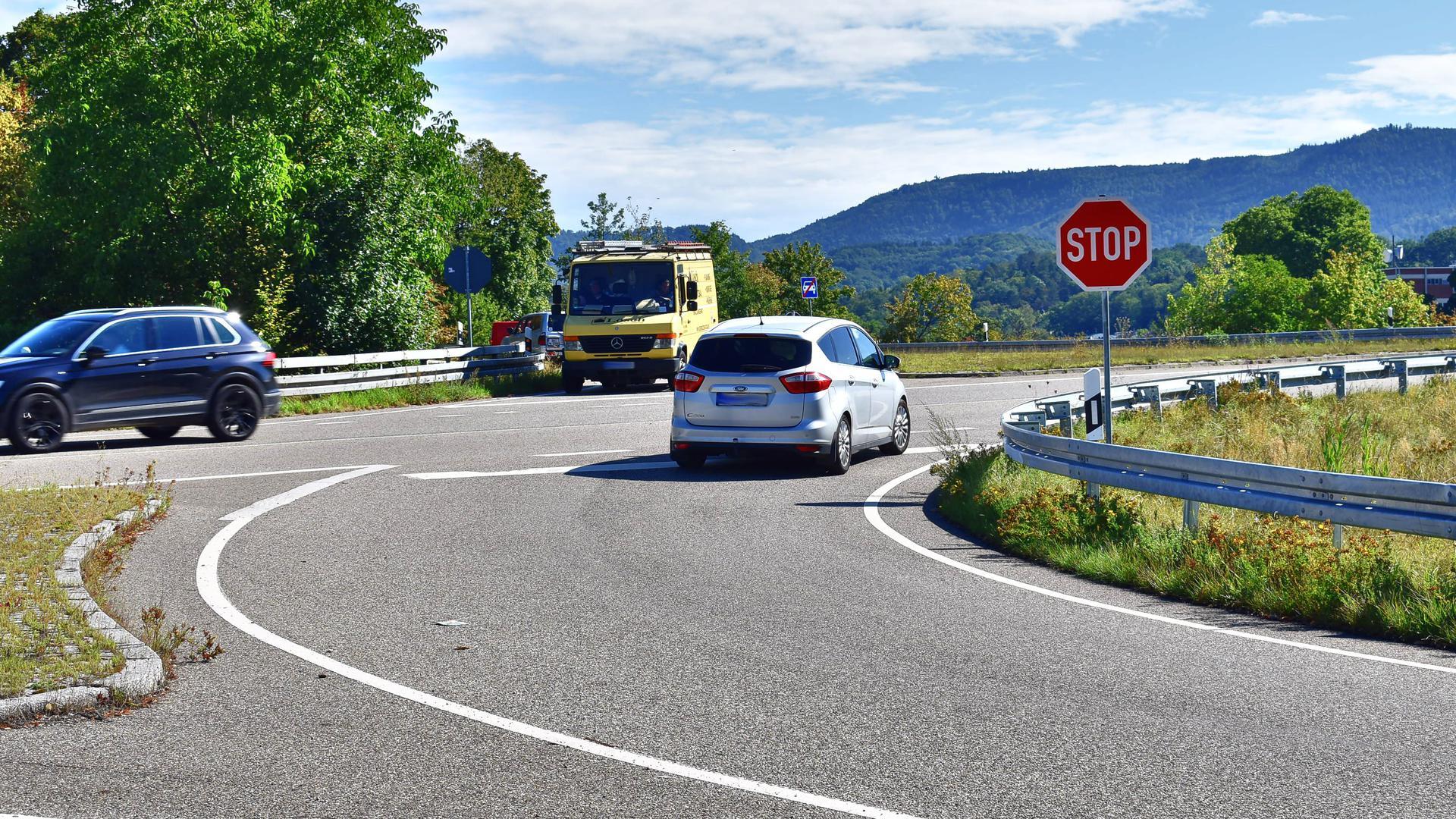 Pkw an Stop-Schild