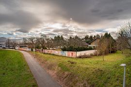 Seit Jahren unverändert: Eigentlich sollten die heruntergekommenen Mauern und Gebäude auf dem Schwörer-Areal in Gaggenau längst abgerissen und durch sechs Mehrfamilienhäuser ersetzt worden sein. Doch die Planung zieht sich in die Länge.