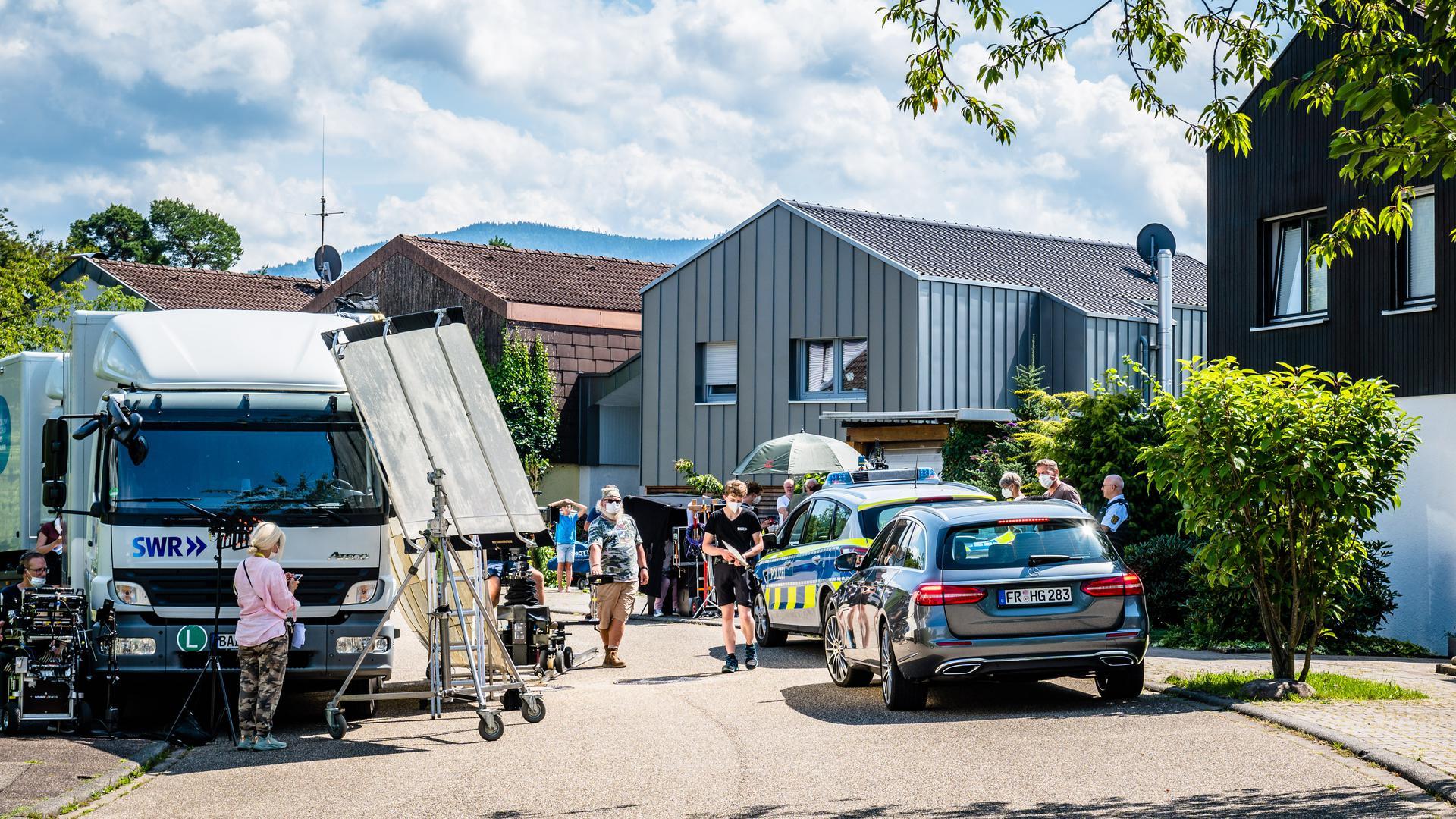 SWR Filmaufnahmen vor einem Haus