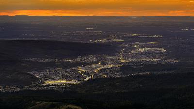 Blick von der Teufelsmühle kurz nach Sonnenuntergang auf Gaggenau/Ottenau.